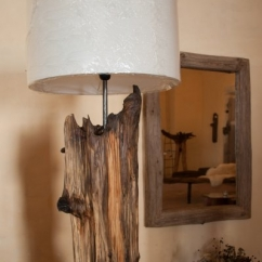 Lampa ze starého dřeva s látkovým cylindrem
