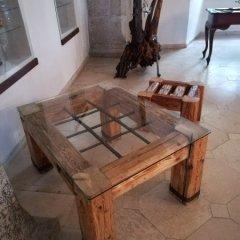 Trámový stolek s mříží