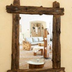 Zrcadlo voskované s protaženými rohy a kováním
