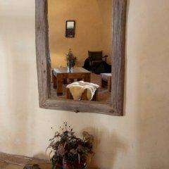 Přírodní zrcadlo zakončené se zkosenými rohy